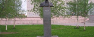 Памятник Дюсуше С.А.